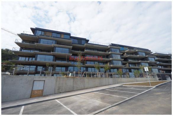 Novostavba 4+kk o ploše 132,5 m²+terasa 51,8 m²+zahrada 388,7 m² v těsné blízkosti lesoparku Cibulka.